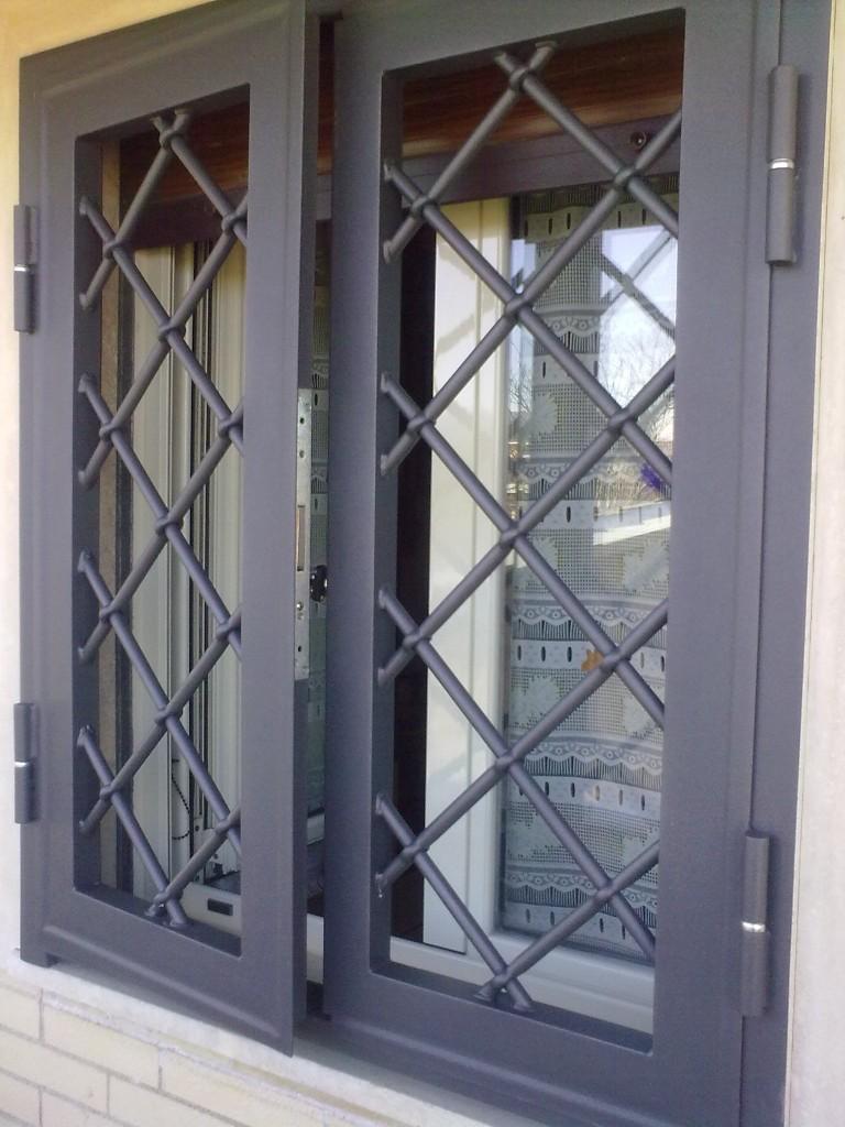 Serramenti rin ema serramenti rin ema - Cancelli in ferro per porte finestre ...